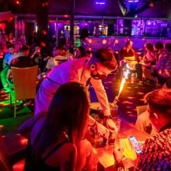 CORONAVIRUS : Chiuse le discoteche e sale da ballo obbligo di mascherina dalle 18.00 alle 6,00 anche negli spazi aperti